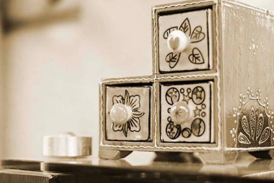 Mini Calaixera de ceràmica per a adorn amb una vela