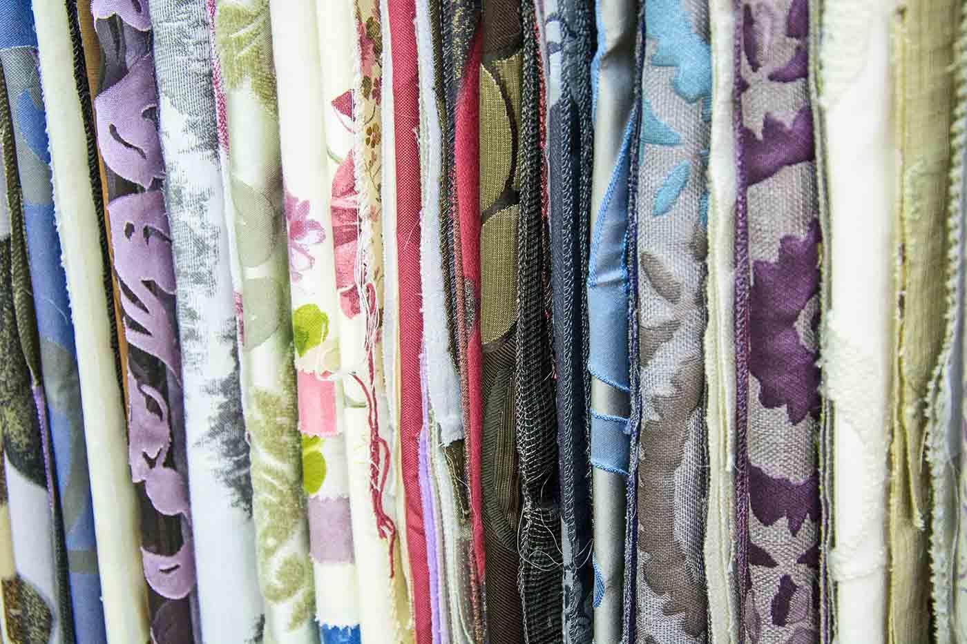 Mostrari de teles de cortina diferents teixits i colors