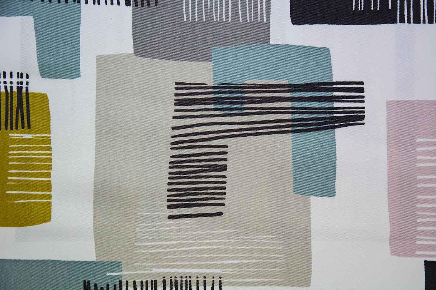 Estampat tèxtil colors càlids sobre fons blanc