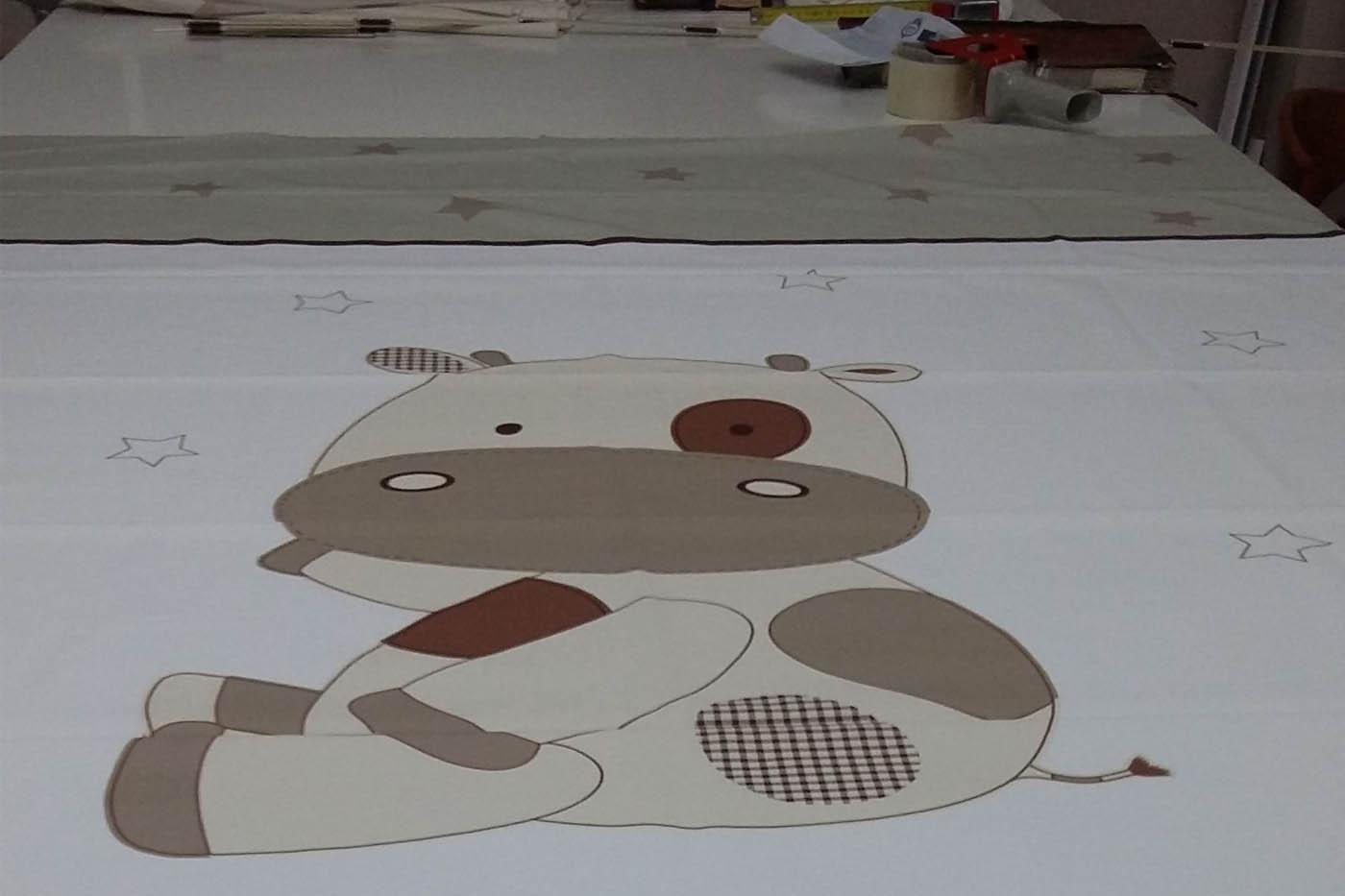Cortina amb dibuix infantil