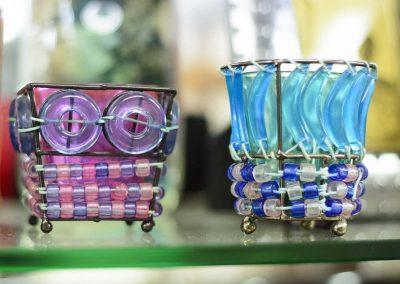 Dos portaespelmes en blaus i rosats de cristalls