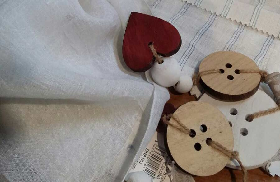 Detall botons de fusta