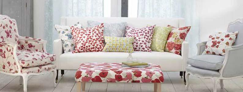 Cortines estampades sofà amb coixins estampats