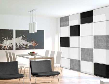 Salon de colores cálidos gran ventana con cortinas originales y personalizadas a cuadros blancos negros y grises