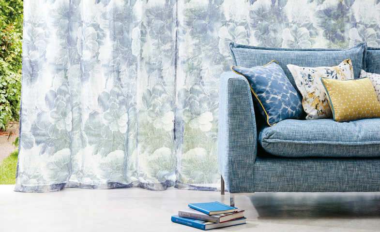 Cortinas azul claro y sofa a juego las mejores cortinas La Rosa de Alexandría