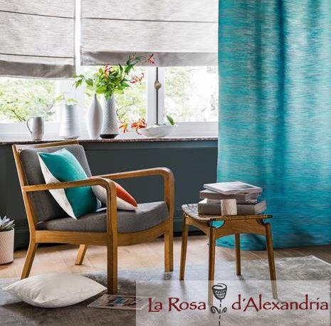 Salón con butaca sofá ventana y cortinas de Confección de Cortinas a medida