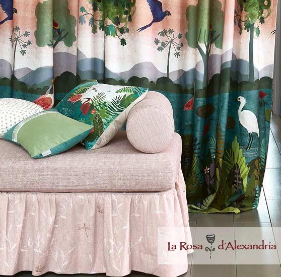 Cortinas de Diseño marca Vila Nova con estampados y sofá
