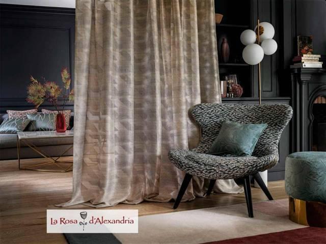 Salón con Cortinas Elegantes y Sofisticadas